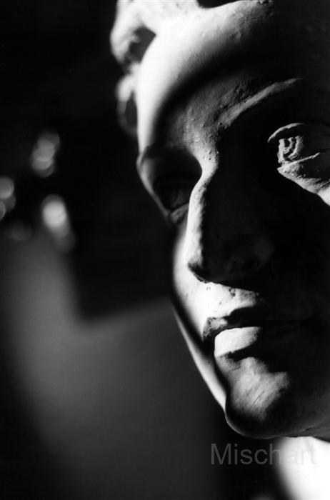 photography-shadows-sculpture-face