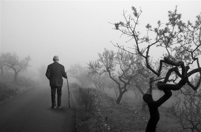 atmospheric-photography-mist-man