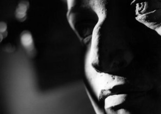 photography-shadows-sculpture-face
